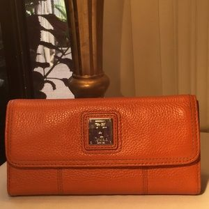 Super roomy wallet, nearly new!